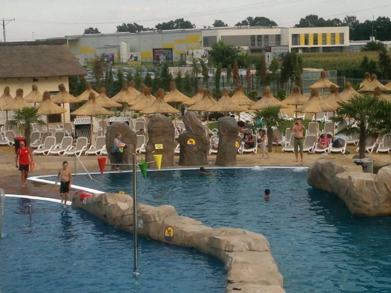 parasole trzcinowe plażowe